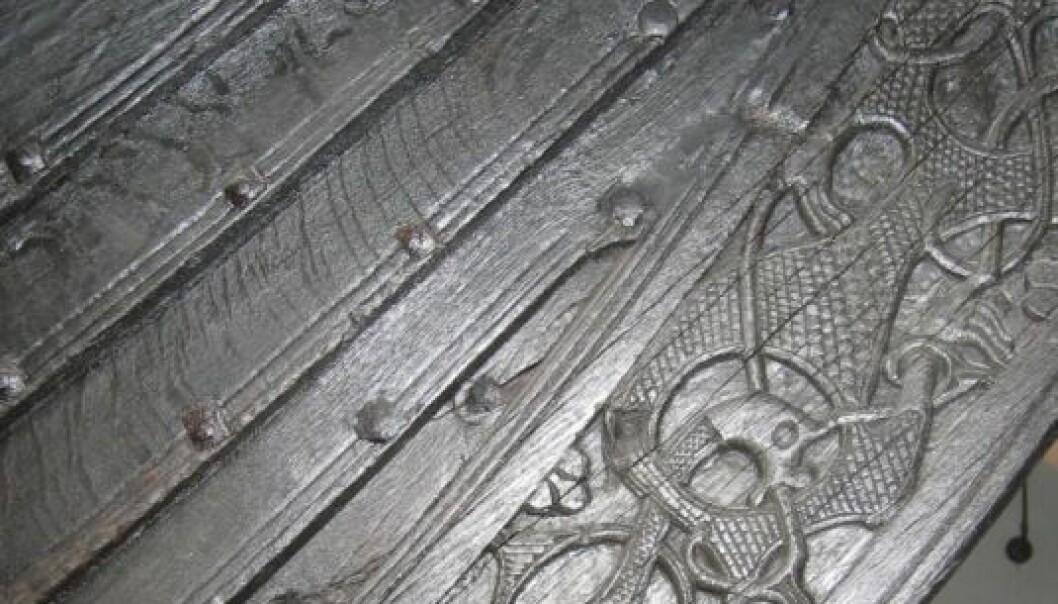 Detalj fra Osebergskipet, som står utstilt på Vikingskipmuseet i Oslo. Skipet ble bygd i 820, gravd ned i 834 og gravd opp igjen av forskere i 1904. (Foto: Wikimedia Commons/Karamell)