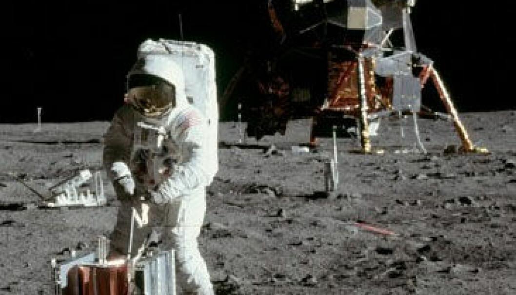 Buzz Aldrin i ferd med å sette de avslørende fotsporene han ønsker at de private skal slette. Neil Armstrong/NASA