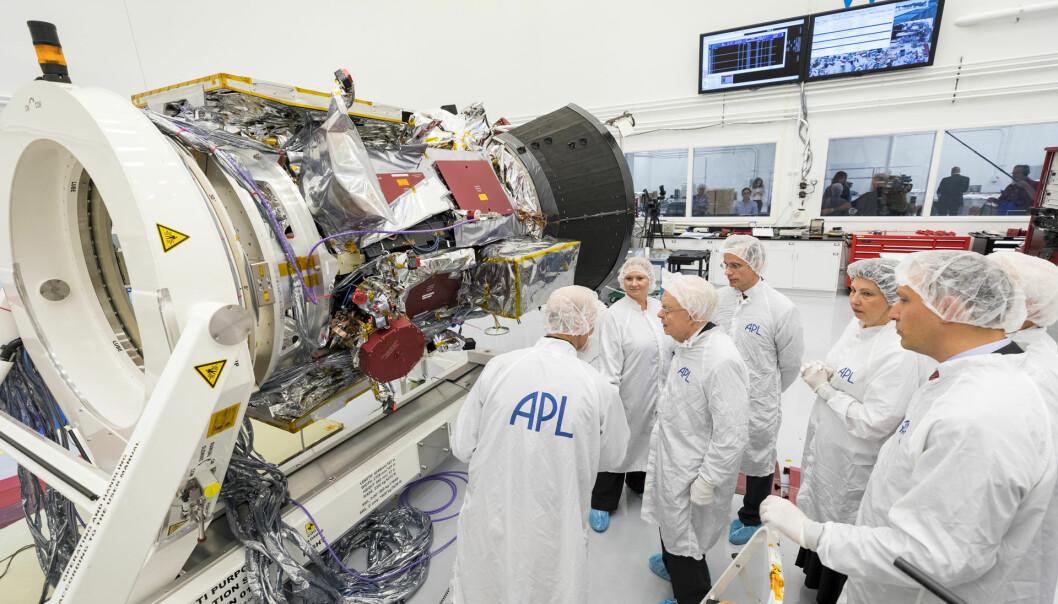Her ligger Parker Solar Probe på bakken hos NASA før oppskytningen. Nå suser den i bane rundt solen.