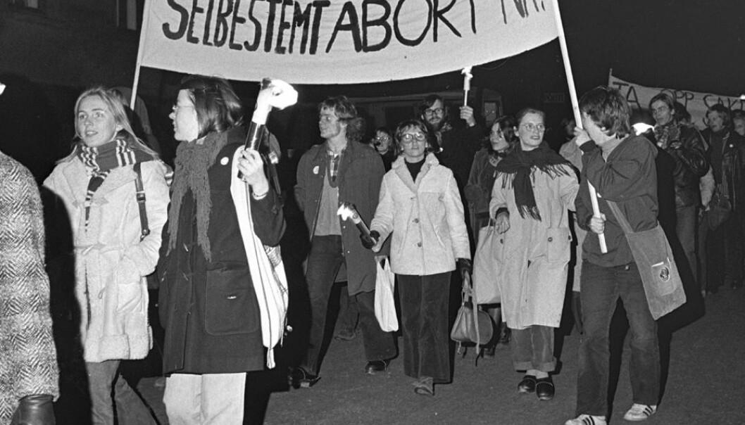 Demonstrasjon for selvbestemt abort i 1973. Ca. 1000 deltakere gikk i demonstrasjonstoget, fra Youngstorget til Universitetsplassen, til støtte for kravet om selvbestemt abort. NTB / SCANPIX