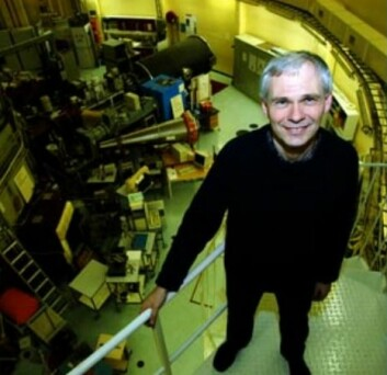 Professor Bjørn Hauback ved reaktoren JEEP II i laboratoriet på Kjeller. Reaktoren er en av hovedgrunnene til IFEs internasjonale posisjon på hydrogenområdet.