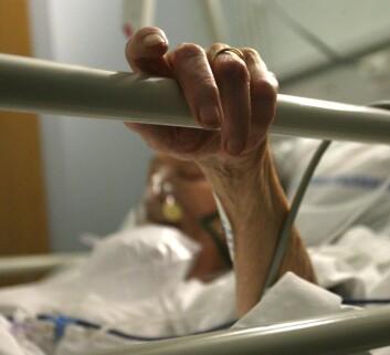 Mens noen får sovne stille inn, er det noen som har store smerter i sine siste dager. (Foto: Colourbox)