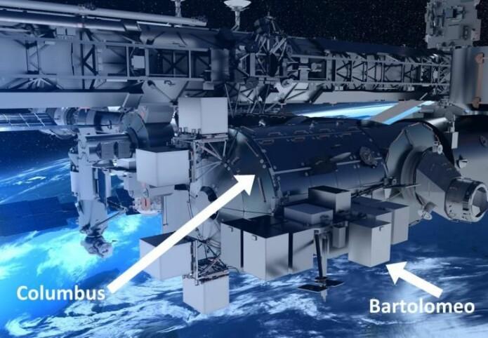 Den sylinderformede Columbus har hengt fast på Romstasjonen siden 2008. «Boksene» utenpå er del av Bartolomeo-modulen som etter planen skal hekte seg på i mars i år.