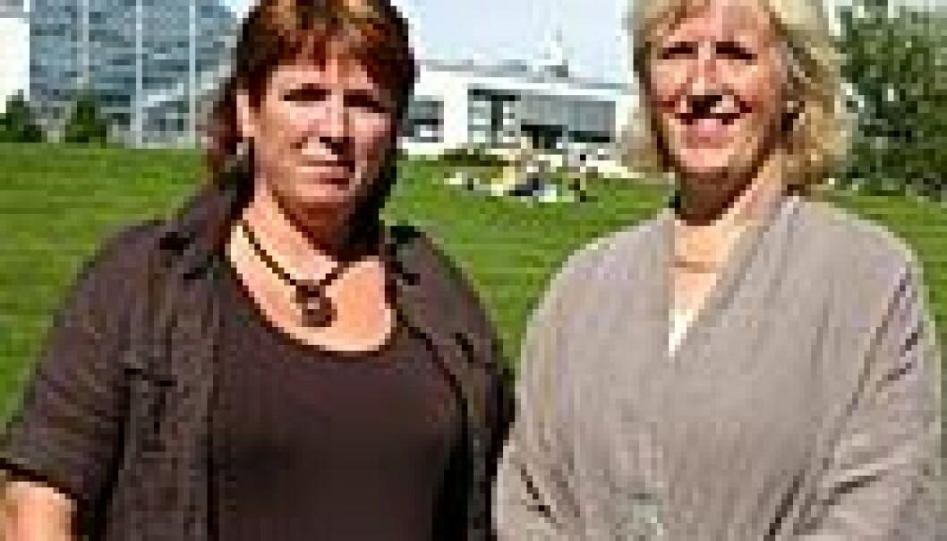 """""""Hvem skrives det om mat for? NTNU-forskerne Oddveig Storstad og Anne Haukenes tror media serverer dagens, uansett hva gjesten spør etter. (Foto: Tor H. Monsen/NTNU Info)"""""""