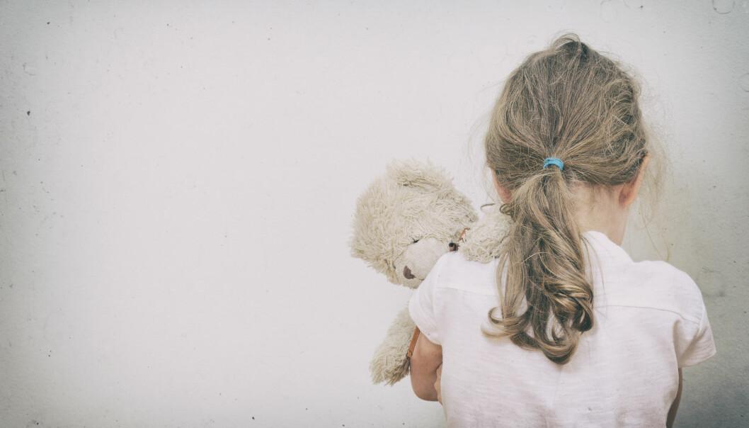 - Omsorgsovertaking er eit sterkt verkemiddel som har store ringverknader i forholdet til foreldre, søsken, besteforeldre og nærmiljø – og det råkar mange familiar, seier forskar Magne Olav Mæhle.