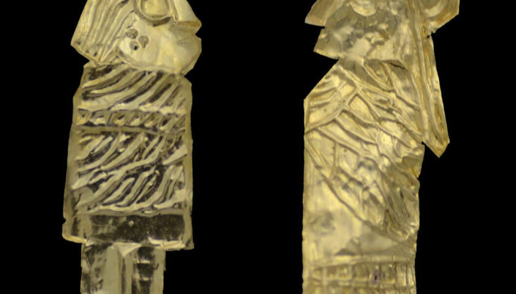 29 slike gullgubber ble funnet ved Västra Vång i Blekinge. Hver av figurene er ikke mer en 1-2 centimeter høy. Max Jahrehorn, Blekinge museum