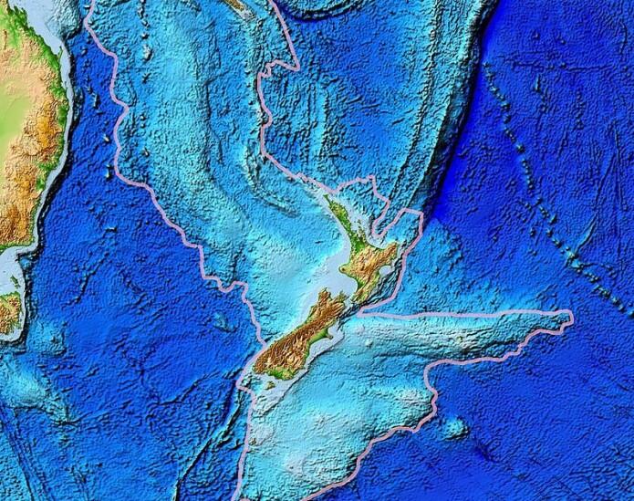 Her ser vi østsiden av Australia til venstre, og New Zealand midt i bildet. Under vises topografien til det undersjøiske kontinentet Zealandia.