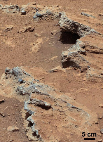 Stedet Curiosity tok bilder av småsteinene har fått navnet Hottah etter Hottah Lake i Canada. Bildet er satt sammen av flere bilder. Hvitbalansen i bildet er også justert. (Foto: NASA/JPL-Caltech/MSSS)