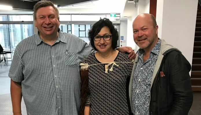 Utdanningsforskarane Hēmi Dale og Tauwehe Tamati frå Auckland-universitetet med Øystein A. Vangsnes under velsigninga av det nye ingeniør-fakultetet ved universitetet