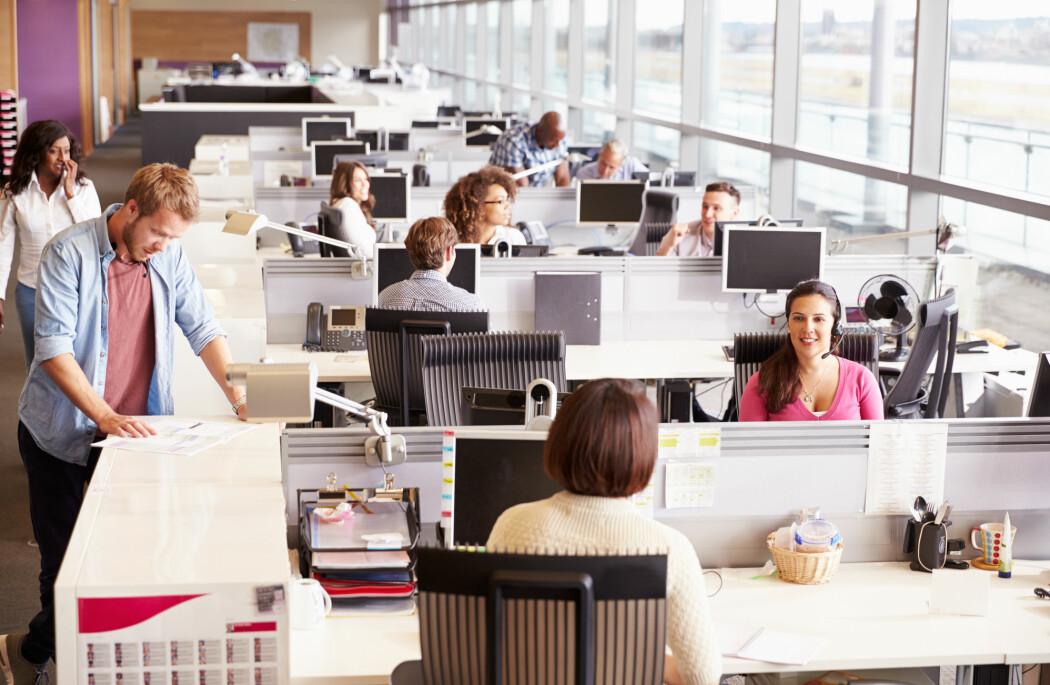 Samtaler om trivielle ting på jobben øker sjansene for at du jobber bedre, ifølge ny forskning.