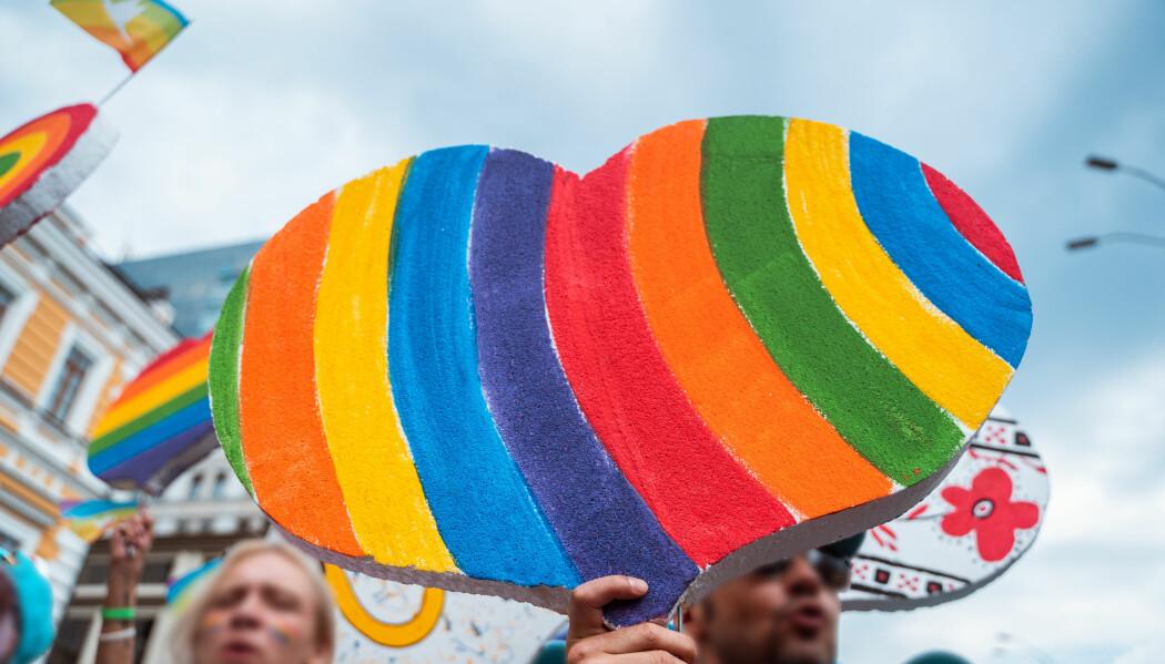 Handlinger mellom menn var forbudt i Norge frem til 1972. Men allerede ved århundreskiftet ble det argumentert for at homoseksualitet burde likestilles med heteroseksualitet rettslig, fordi homoseksualitet var definert som et medisinsk fenomen.