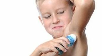 Miljøgift flyr fra deodoranten din til Svalbard