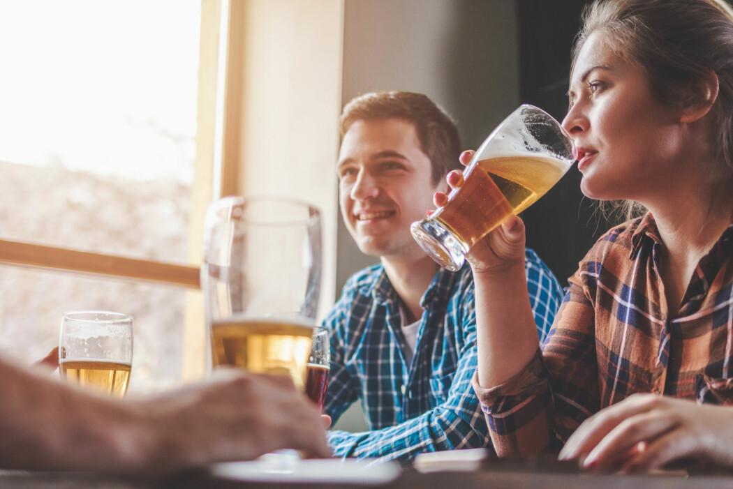 I Canada og Storbritannia anbefaler helsemyndighetene folk flest å drikke mindre eller ingen alkohol hvis de opplever å ha problemer med psykisk helse.