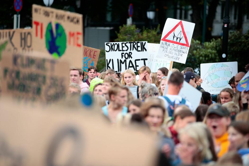 Skoleelever har klimastreik foran Stortinget i Oslo august 2019.