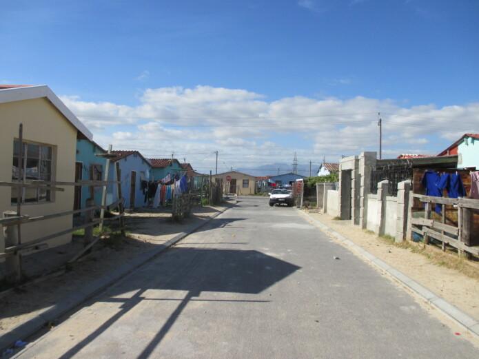 RDP-hus er hus bygget for lavinntektsfamilier betalt av sørafrikanske myndigheter. Husholdningen må ha en samlet månedsinntekt på under R3500, som er cirka 2200 norske kroner, for å kvalifisere til dette bolig-programmet. Det er fremdeles mange som står på venteliste for et RDP-hus.