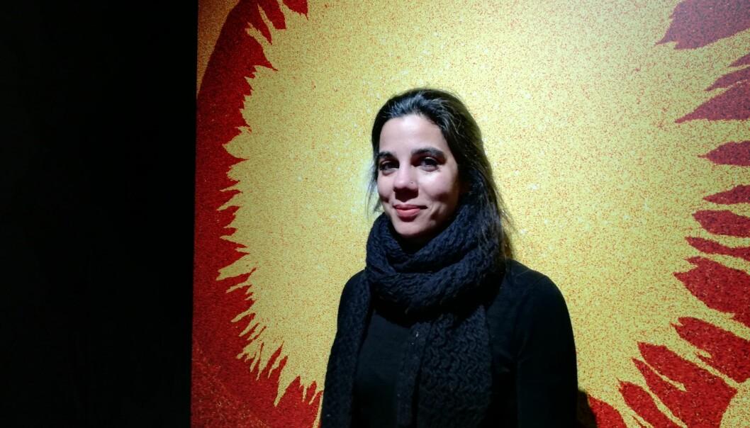Irep Gözen er molekylærbiolog ved universitetet i Oslo. I en ny kunstutstilling viser hun og kollegaer frem bilder fra laboratoriet.