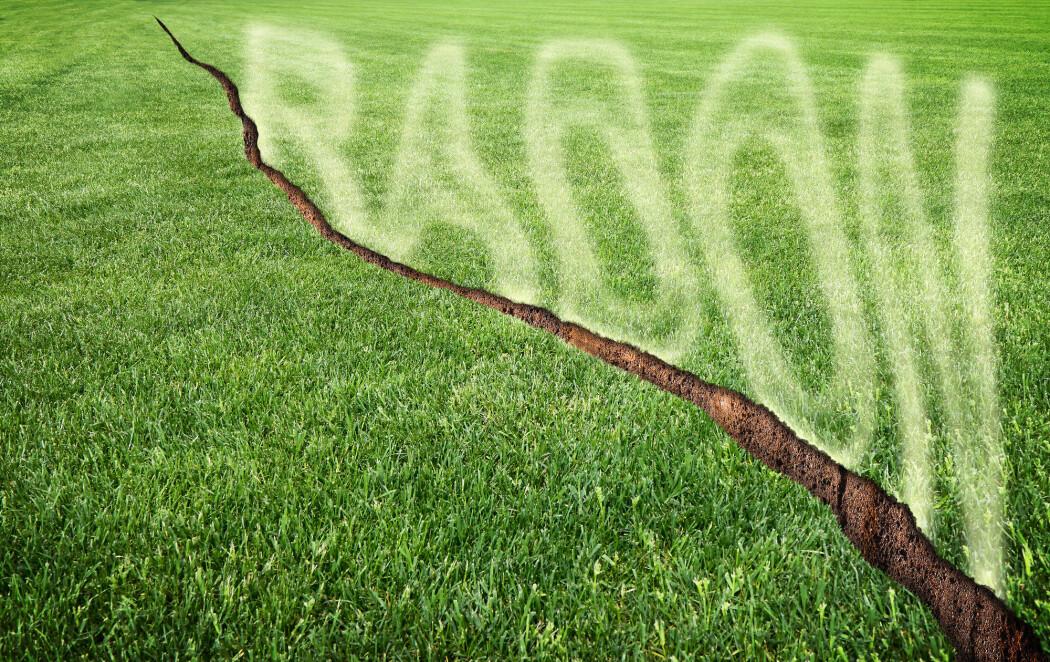 Radon er en luktfri gass som dannes ved nedbrytning av radioaktive grunnstoffer, uran og thorium, i mineraler i berggrunnen.