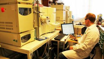 Vegard Torp Lien lovar ikkje «løysinga på kreftgåta». Her i laboratoriet.