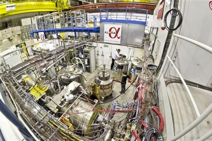 CERNs ALPHA-gruppe har klart å veie antiatomer. Neste skritt blir å bestemme hvordan disse partiklene påvirkes av tyngdekraften. (Foto: CERN)