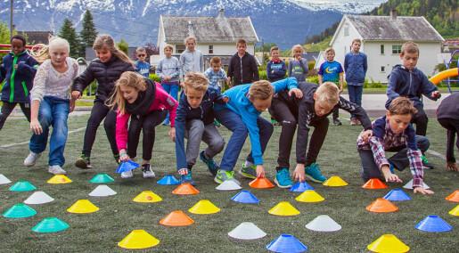 Aktive barn blir spreke gamlinger