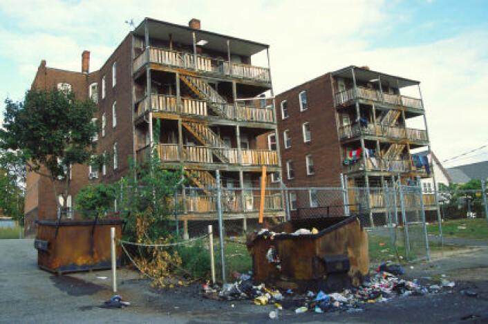 Flere studier har antydet at lav sosioøkonomisk status og et dårlig nabolag kan påvirke mental helse og dødelighet. (Foto: iStockphoto)