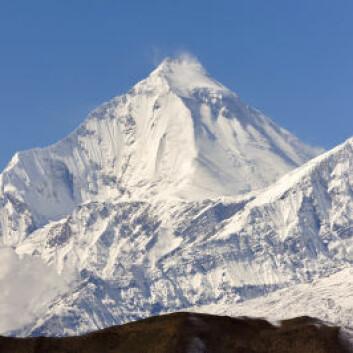 Fjellene i Hindukush-Himalaya-regionen er blant verdens høyeste. Derfor kan det ligge is og snø på dem selv om de ligger så tett på ekvator. (Foto: iStockphoto)