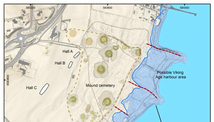 Kart over Borre som viser tidligere gravhauger på området og de tre bygningen (Hallene A, B og C). Legg også merke til at kystlinjen endres rundt år 800.