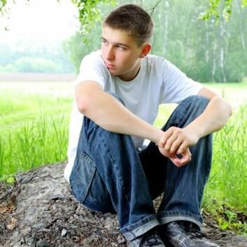 Menn som hadde oppgitt at de var mye ensomme i 12-13-årsalderen, hadde høyere risiko for å begå selvmord, viser svensk studie. (Foto: Colourbox)