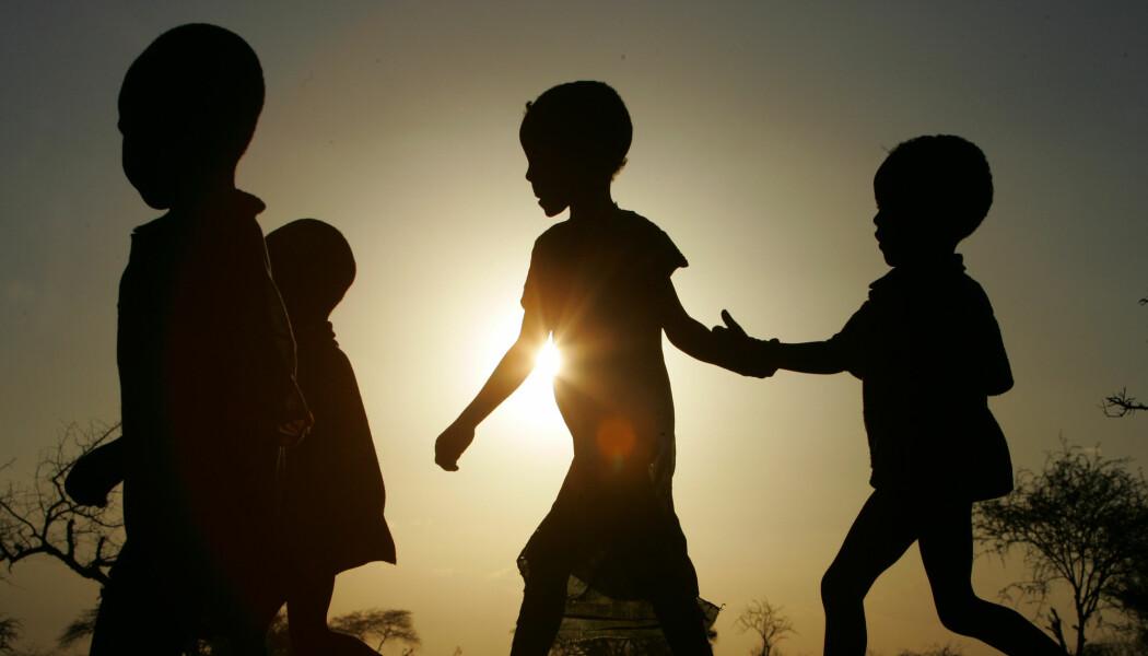 Barna som deltok i studien i Kenya og Tanzania var mellom 7 og 13 år. De slet med følelsene etter at en eller begge foreldrene gikk bort. Barna på bildet er ikke knyttet til saken.