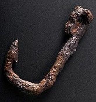 Fiskekrok funnet i avfallslag datert til cirka 100 – 400 e.Kr.