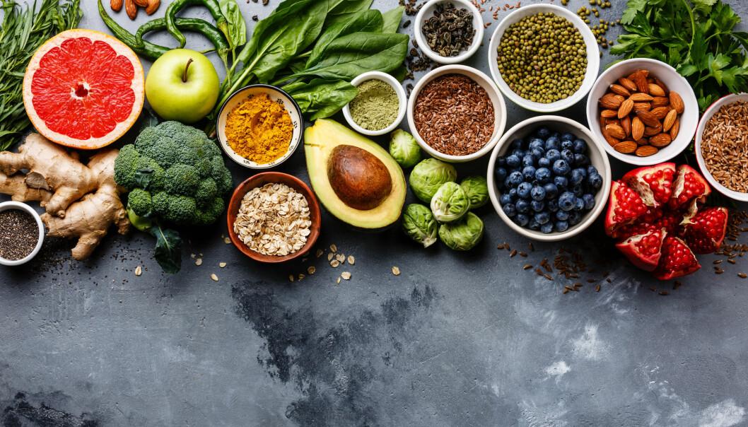 Fiberrik mat som frø, gryn, linser, nøtter, frukt og grønnsaker ser ut til å beskytte mot hjerneslag ifølge en ny, stor studie.