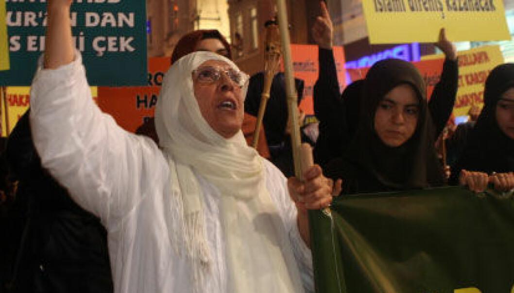 Mobiliserer hellige krigere med demonstrasjoner