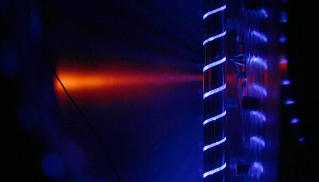 Reaktorrør opplyst av ultrafiolett fotolyselaser. David L. Osborn
