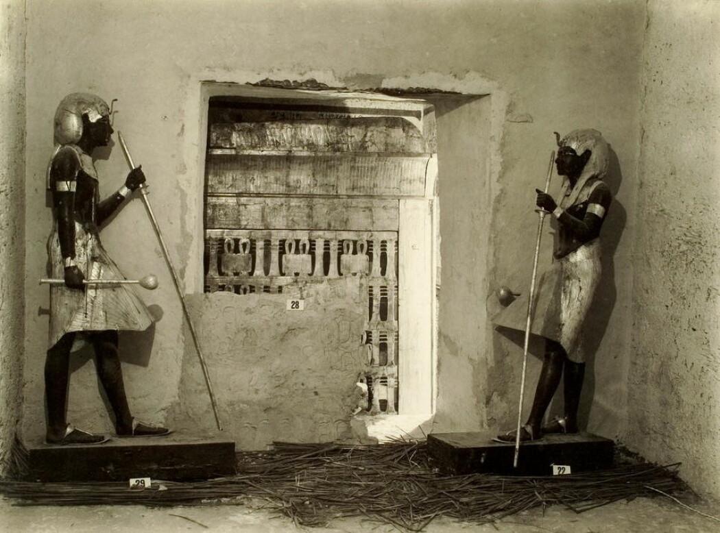 Kong Tutankhamons gravkammer fotografert i 1923 – året etter oppdagelsen.
