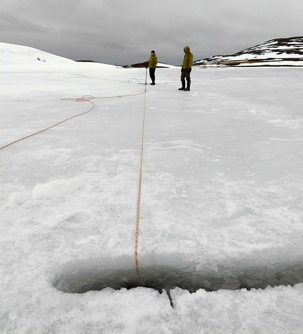 Arbeidet på innsjøene kan også skje på vinteren, slik som her ved Snefjord i Finnmark. I år starter feltarbeidet i ukene før påske.