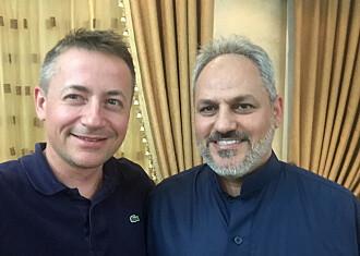 Forsker og forfatter Thomas Hegghammer sammen med Hudhayfa Azzam (Abdallah Azzams sønn) under arbeidet med boken i Jordan i 2018.