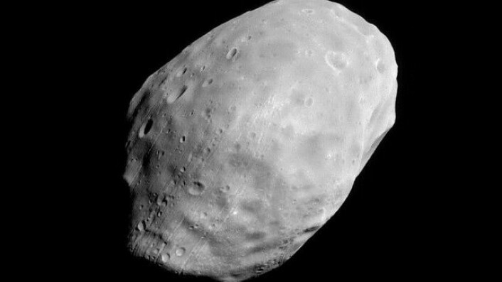 Mars sin måne Phobos knipsa av Mars Global Surveyor i juni 2003. (Foto: NASA/JPL/Malin Space Science Systems)