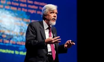 Rolf-Dieter Heuer la ikke skjul på sin entusiasme da han forklarte hva han tror oppdagelsen av Higgs-bosonet kan åpne dørene til i fremtiden. (Foto: ESOF2012/Maxwell's Dublin)