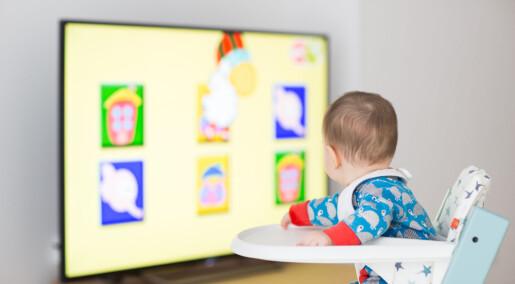 Stressede foreldre lar småbarn bruke skjerm oftere