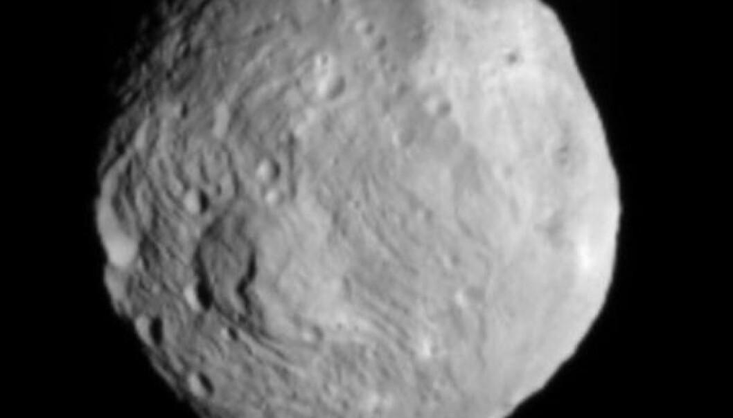 Dette bildet av asteroiden Vesta ble tatt av romsonden Dawn 9. juli, da romfartøyet var omtrent 41 000 kilometer unna himmellegemet. NASA/JPL-Caltech/UCLA/MPS/DLR/IDA