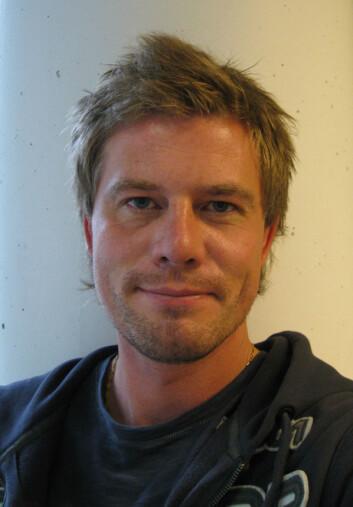 Biolog Bård Stokke forteller at dua holder hodet mest mulig i ro.