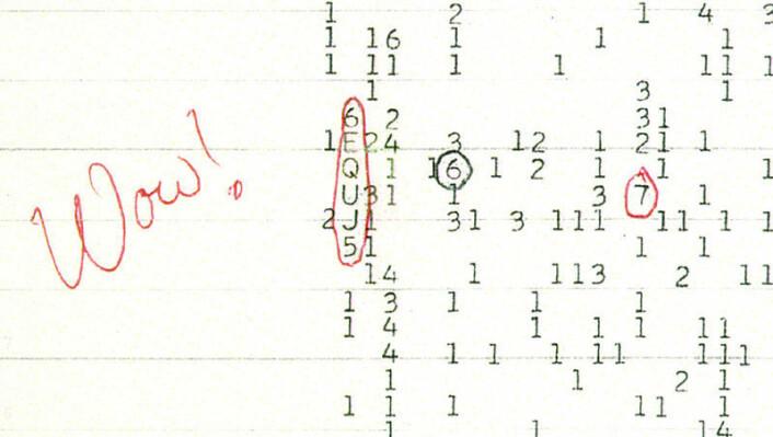 """Det enslige """"wow""""-signalet fra et radioteleskop i Ohio i 1977 det eneste mulige funnet av radiosignaler fra fremmede sivilisasjoner. Wow-signalet har fått navnet sitt fordi den amerikanske astronomen Jerry Ehman skrev Wow! med rød kulepenn ved siden av utskriften på datastrimmelen. (Foto: (Bilde: The Ohio State University Radio Observatory and the North American AstroPhysical Observatory))"""