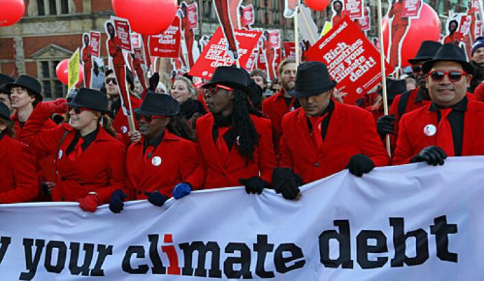 Miljøpolitikk utformes i samspill mellom ekspertise og lekfolk. Her fra en demonstrasjon mot klimaforhandlingene i København i 2009. (Foto: Shutterstock)