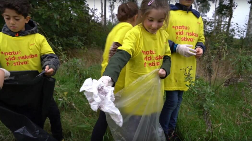 57 000 danske elever plukket plast. Slik fant forskerne ut hvor mye plastsøppel det er i naturen.