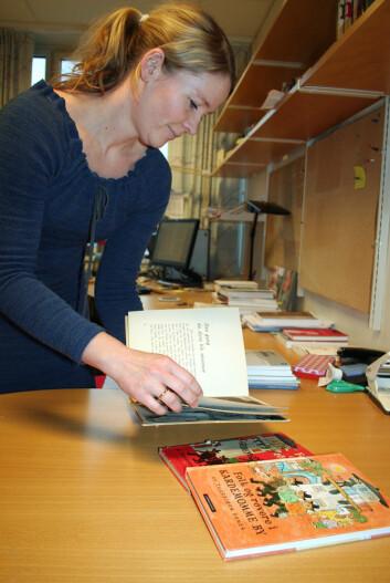 """Aasta Marie Bjorvand Bjørkøy har studert flere versjoner av forfatteres verk, blant andre Thorbjørn Egners """"Kardemomme by"""". (Foto: Ida Kvittingen)"""