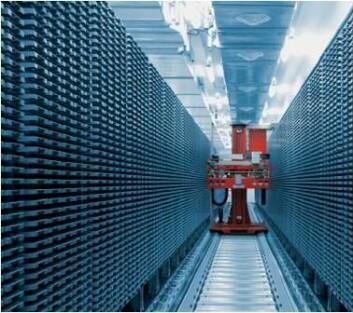 Dette automatiserte fryselageret for DNA-prøver rommer rundt en million prøverør. En plukkerobot henter ut og setter på plass enkeltrør og rydder opp i fryselageret ved behov. (Foto: HUNT biobank)