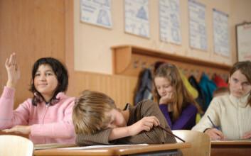 Elever som blir sammenliknet med andre kan miste motivasjonen til å lære. Forskere i utviklingspsykologi mener derfor det ikke er klokt å innføre karakterer for tidlig i skolen. (Illustrasjonsfoto: www.colourbox.no)