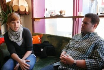 – Det var ikke bare studiene som trakk meg hit, det var også den norske naturen, kulturen og folket, sier Susanne Faber fra Tyskland. Til høyre James Hathaway fra USA. (Foto: Frøy Katrine Myrhol)