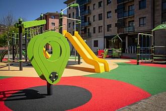 Naturen viker for plast og gummi på lekeplassene i skoler og barnehager