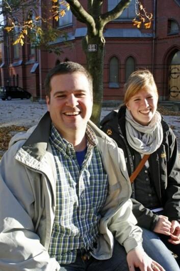 Hele åtte av ti amerikanske studenter kan tenke seg å jobbe i Norge etter studiene, og James Hathaway er en av dem. Til høyre Susanne Faber fra Tyskland. (Foto: Frøy Katrine Myrhol)